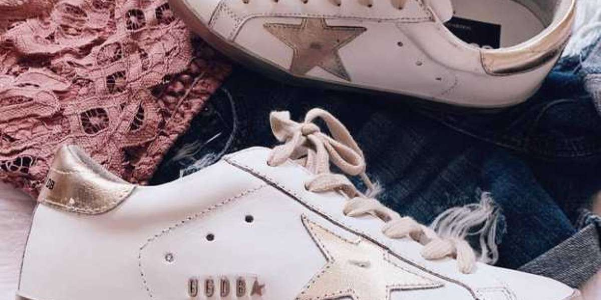 Golden Goose Sneakers Outlet features leopard